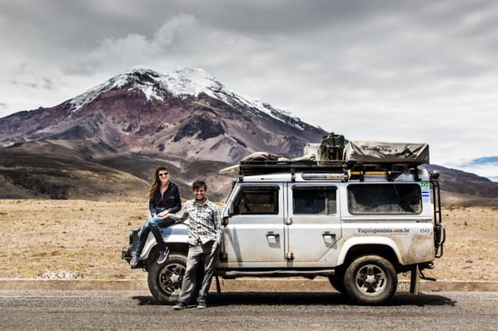 Viajo Logo Existo: o casal de brasileiros que deixou a vida normal para fazer a volta ao mundo de carro