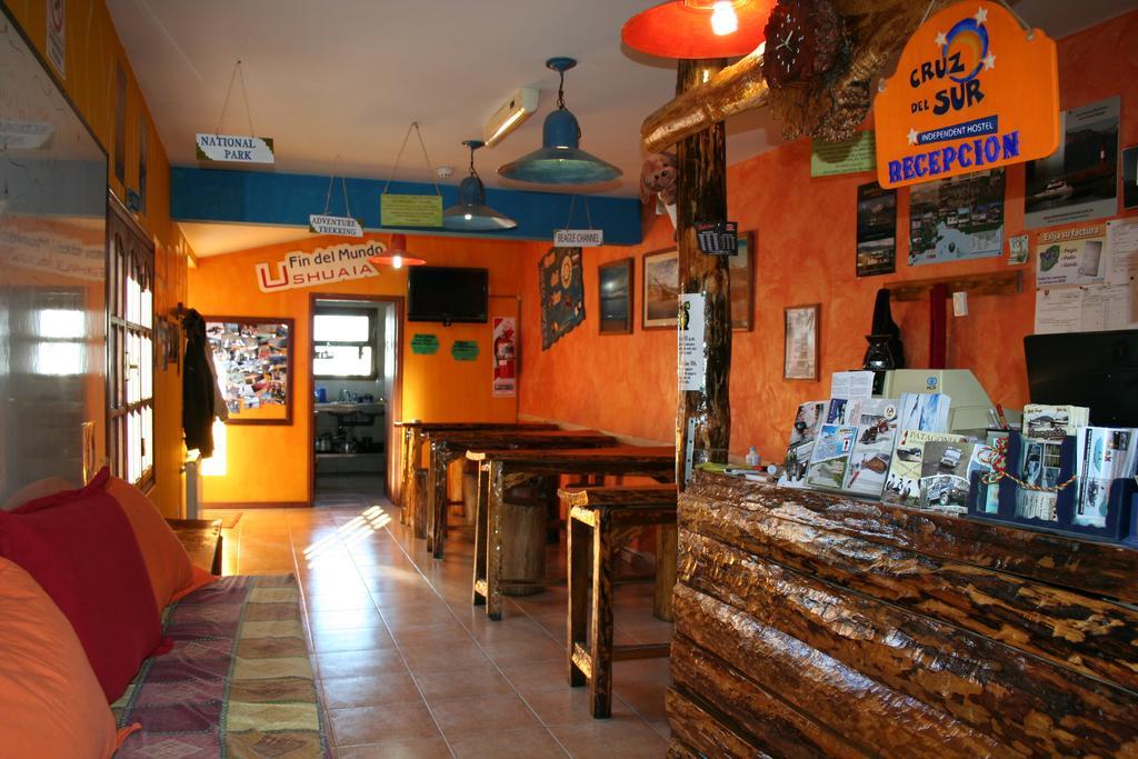 Recepção Hostel Cruz del Sur, no Ushuaia, Argentina