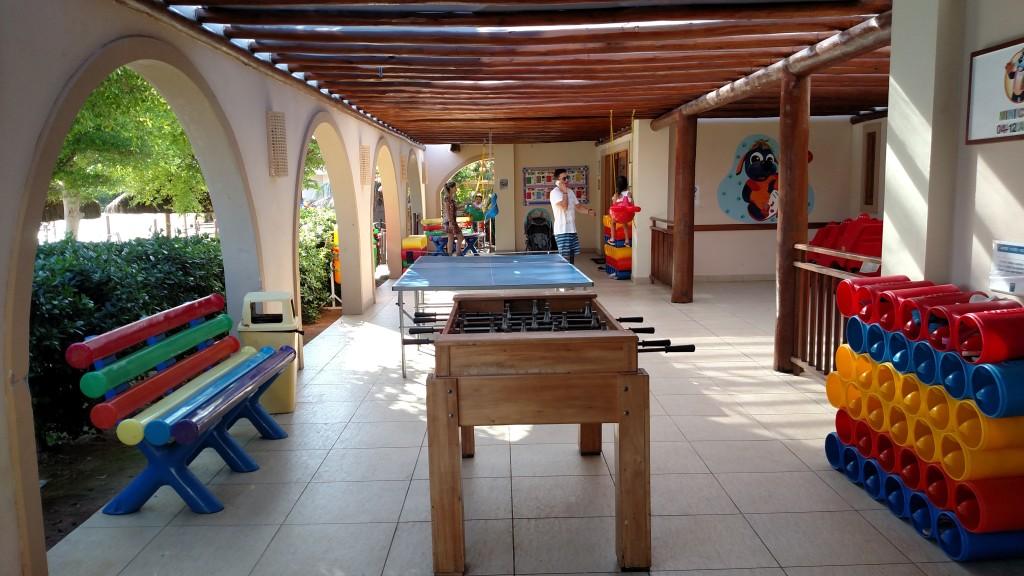 Área de berçário e copa para pais e crianças.