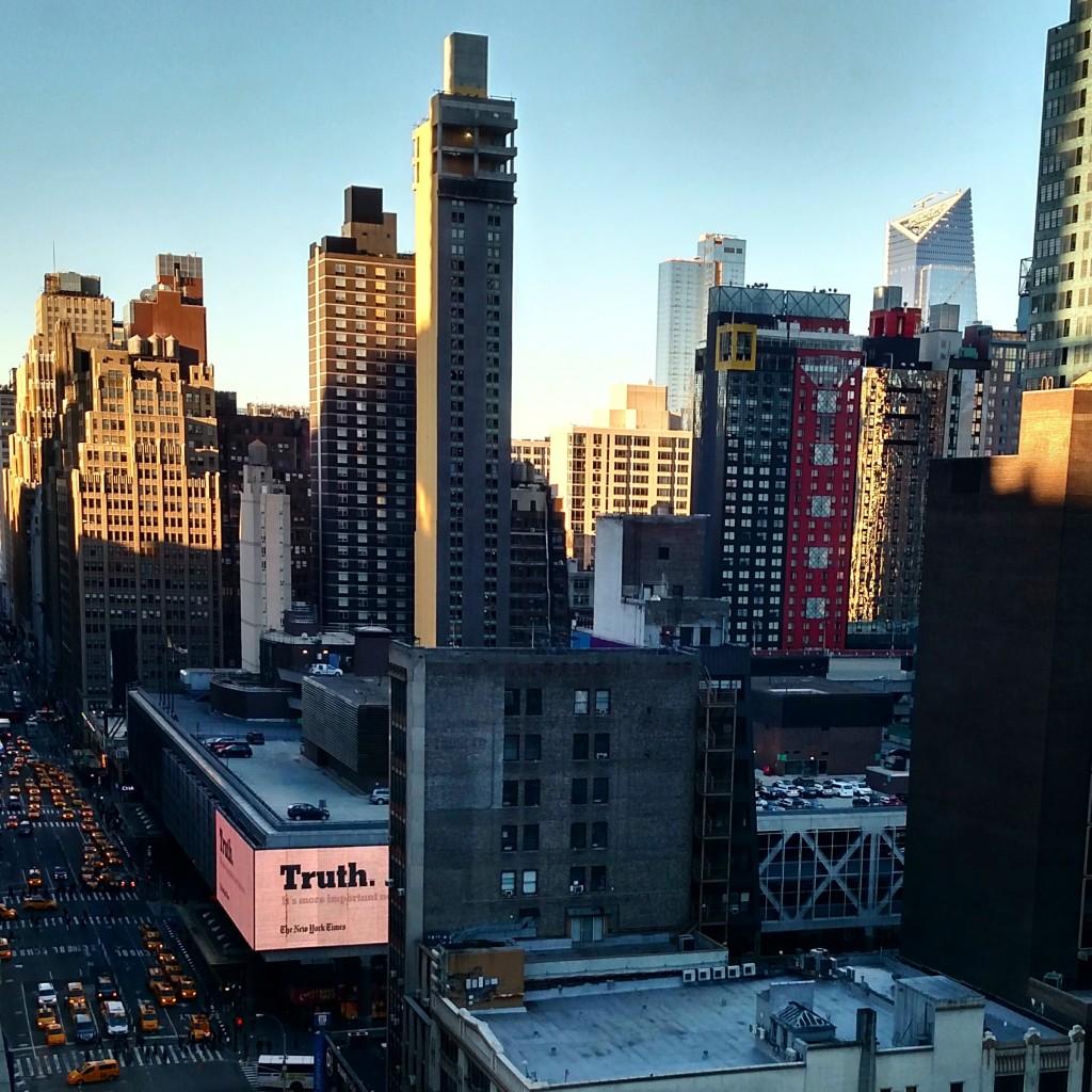 Vista da outra janela para a 8th Avenue