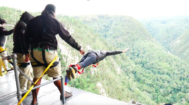 Bungee jump na África do Sul: o maior de ponte do mundo