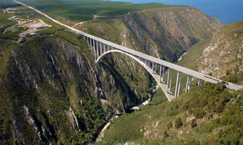Bungee jump em ponte na África do Sul