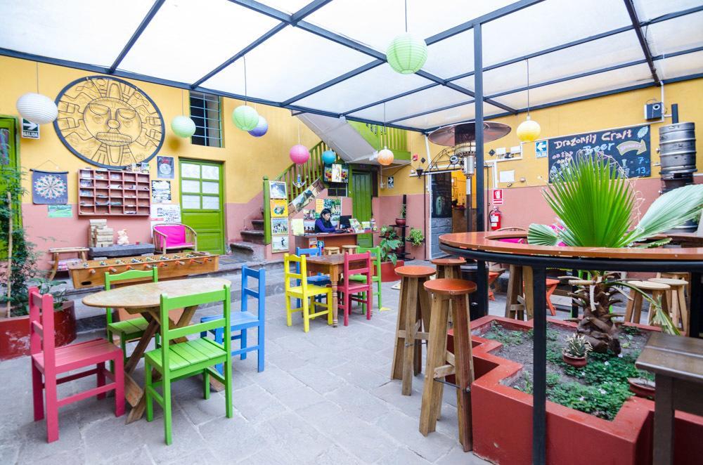 Recepção Dragonfly Hostel em Cusco