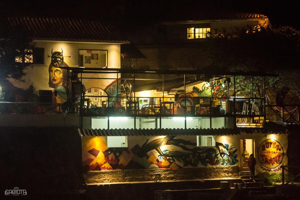 Fachada do Supertramp Hostel em Cusco