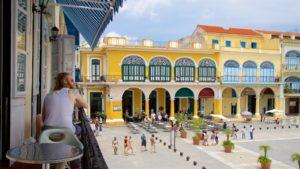 O que fazer em Havana: admirar a arquitetura da Plaza Vieja