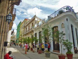 O que fazer em Havana: conhecer a rua Mercaderes