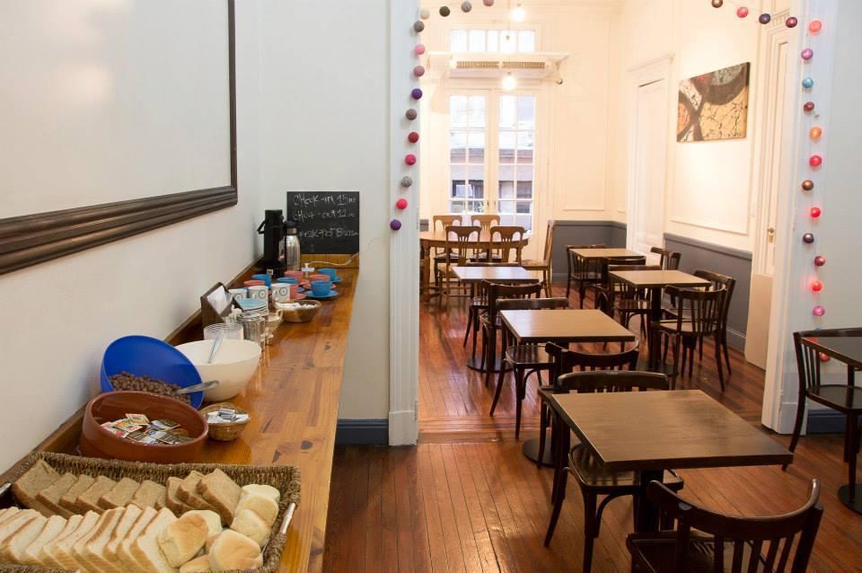 Café da manhã do hostel Urban House 011 em Buenos Aires
