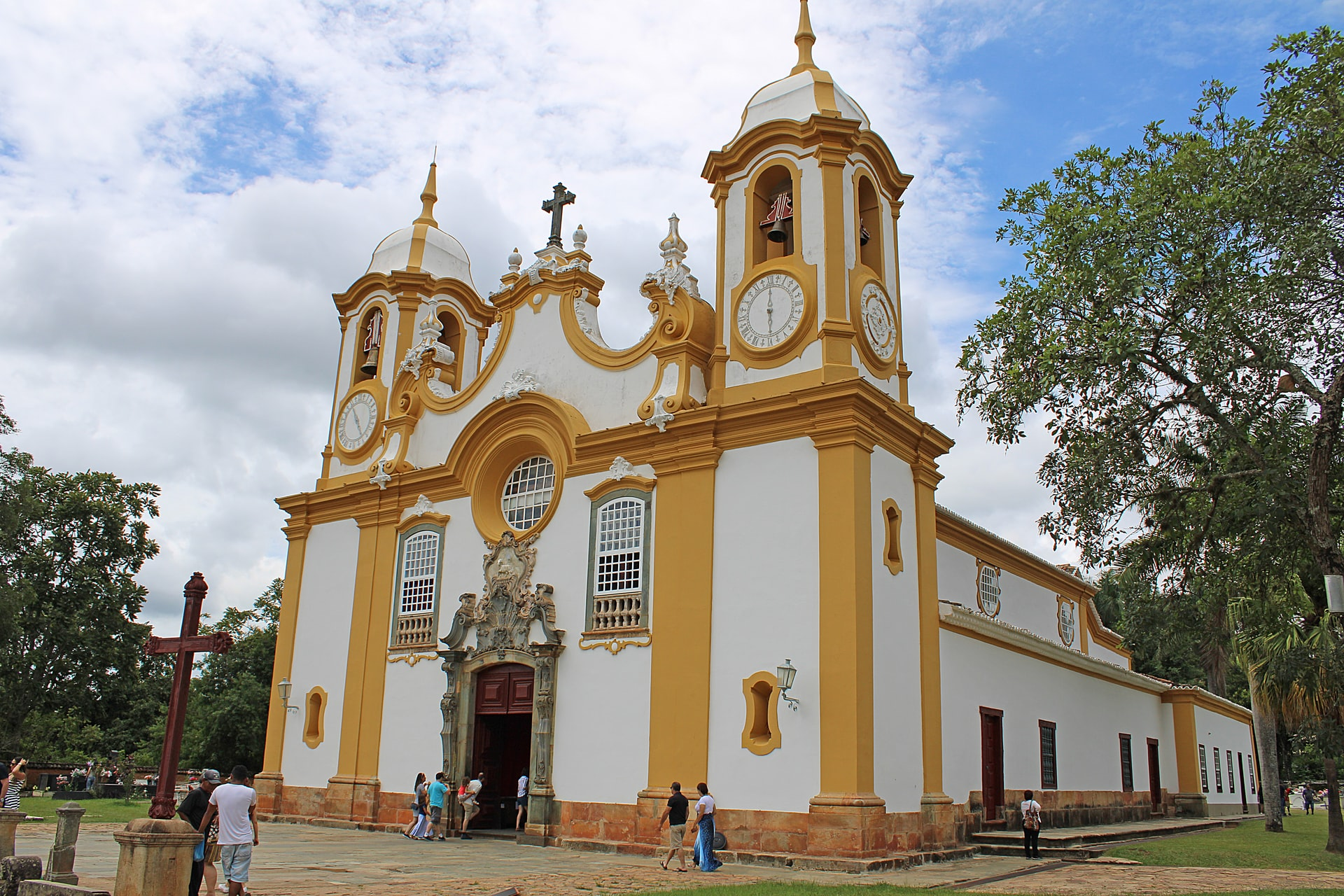 Pracinha em frente a igreja matriz em Tiradentes