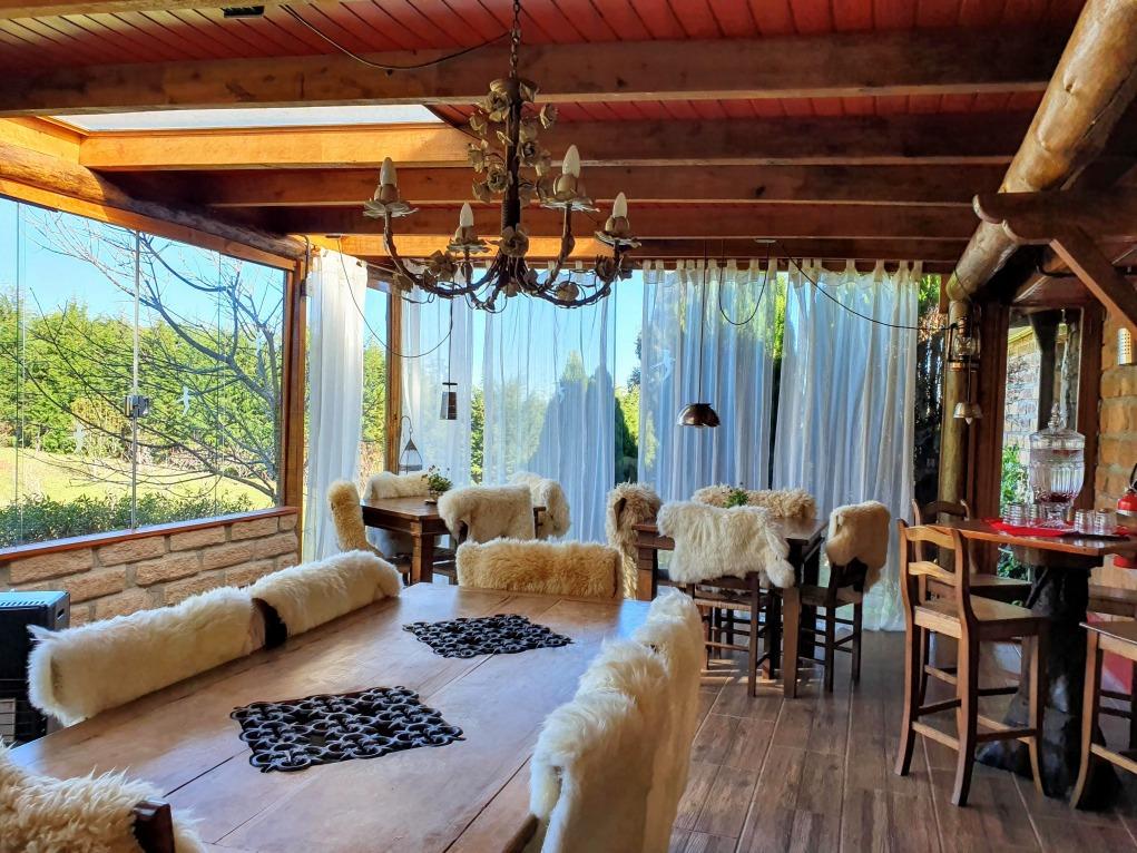 Interior do restaurante Sabores da Querencia, em Cambará do Sul