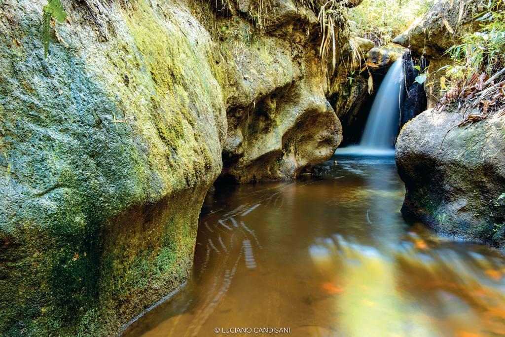 Queda d'água no Parque Nacional do Pau Brasil