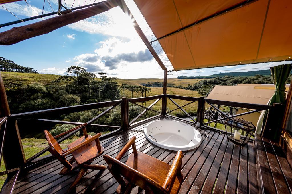 Sacada com hidromassagem e vista para a natureza, no hotel parador casa da montanha em cambará do sul