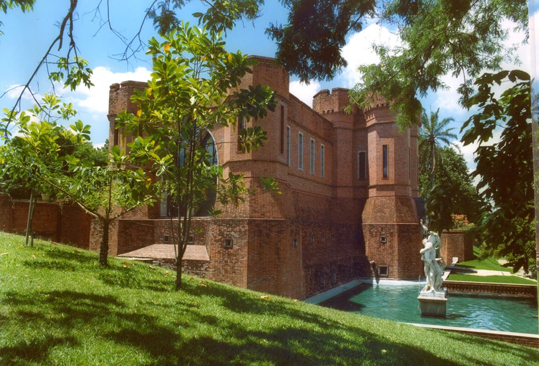 Fachada do restaurante Castelos no Instituto Ricardo Brennand, em Recife.