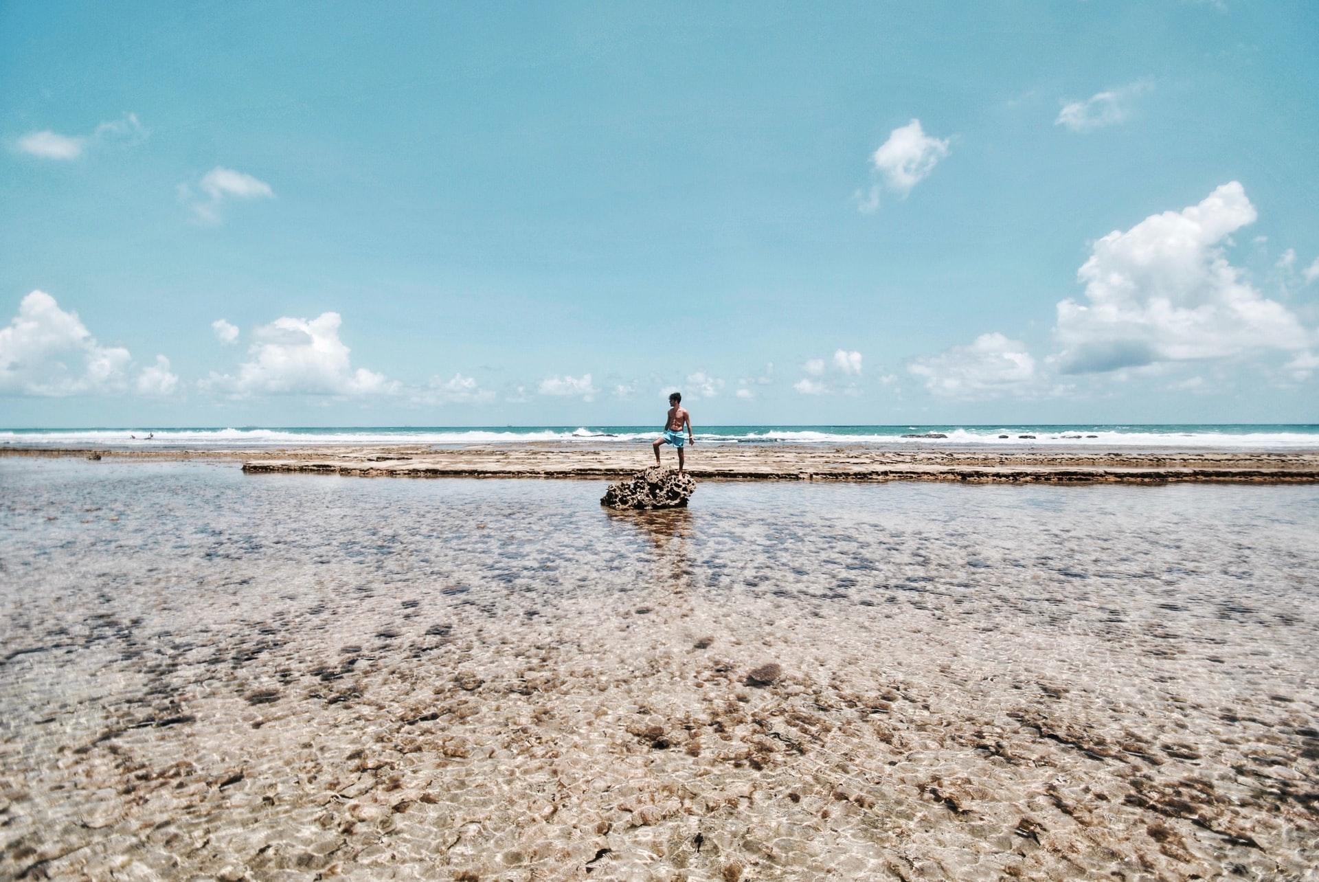 menino da praia de Porto de Galinhas em Pernambuco