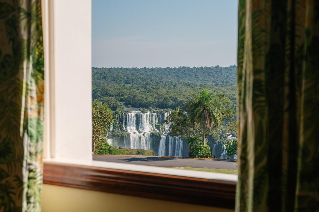 Vista da janela do quarto do Belmond Hotel para as Cataratas do Iguaçu